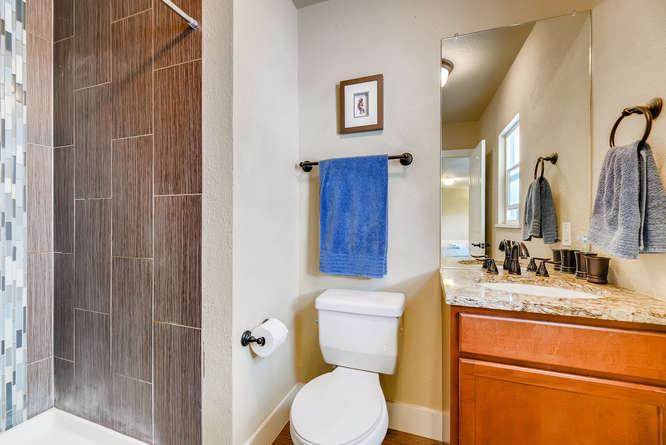4223 Stuart St Denver CO 80212-small-020-25-Master Bathroom-666x445-72dpi