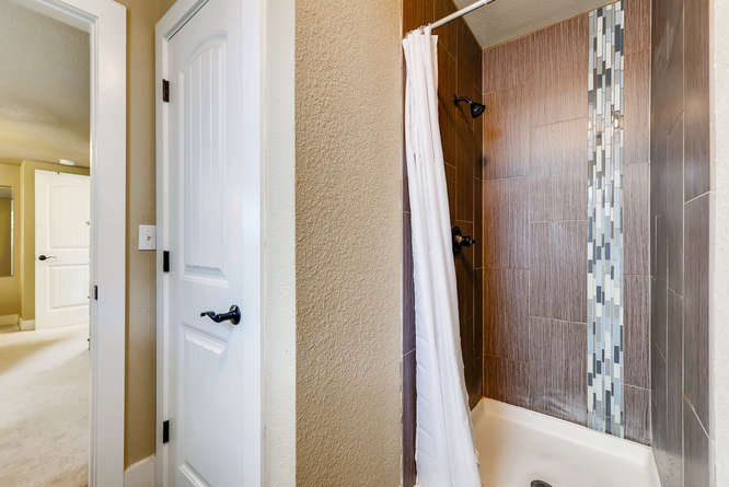 4223 Stuart St Denver CO 80212-small-021-23-Master Bathroom-666x445-72dpi