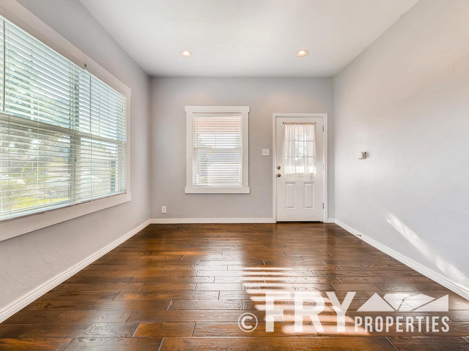 2808 S Delaware Street-large-004-6-Living Room-1499x1000-72dpi