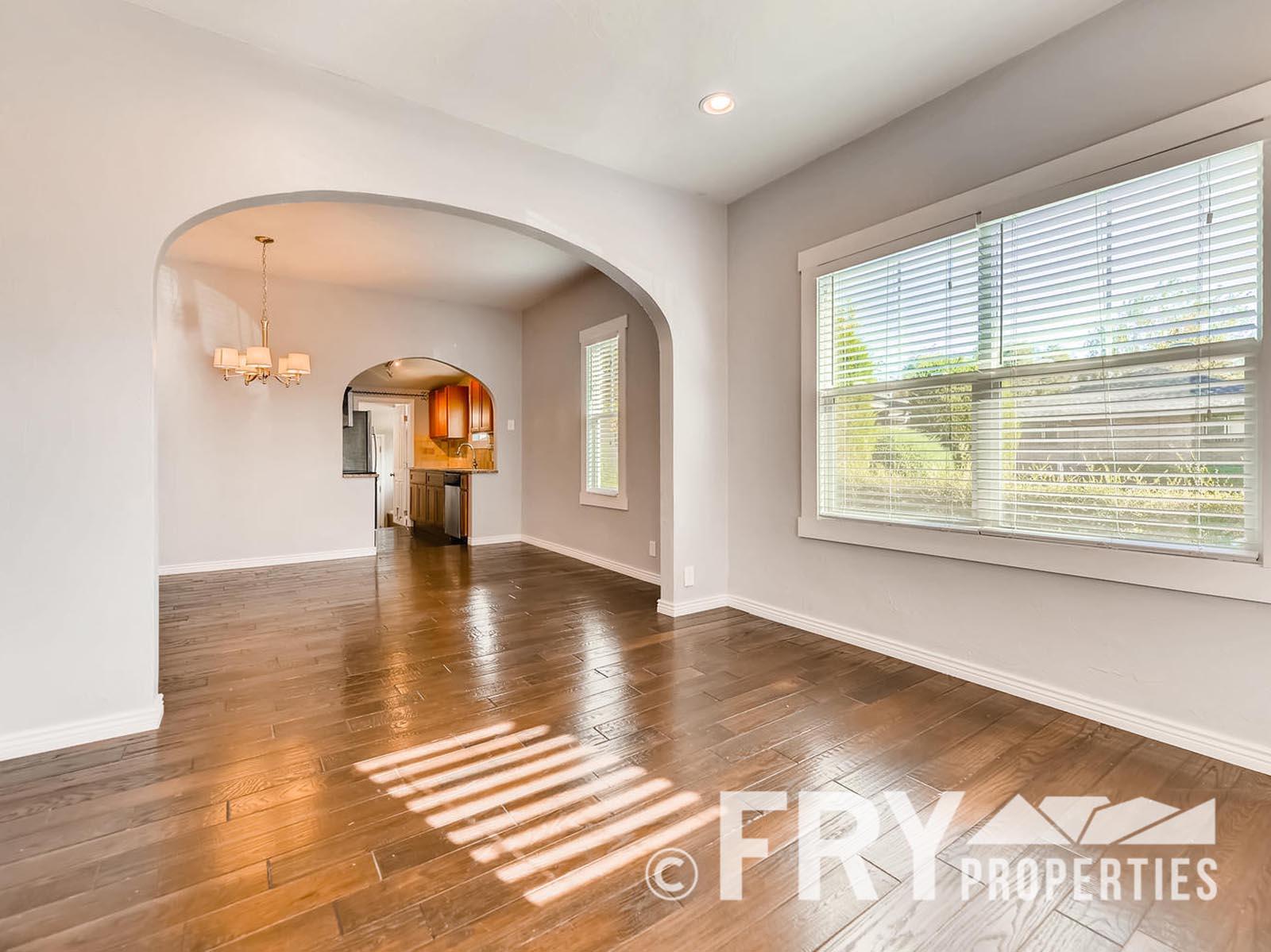 2808 S Delaware Street-large-005-24-Living Room-1499x1000-72dpi