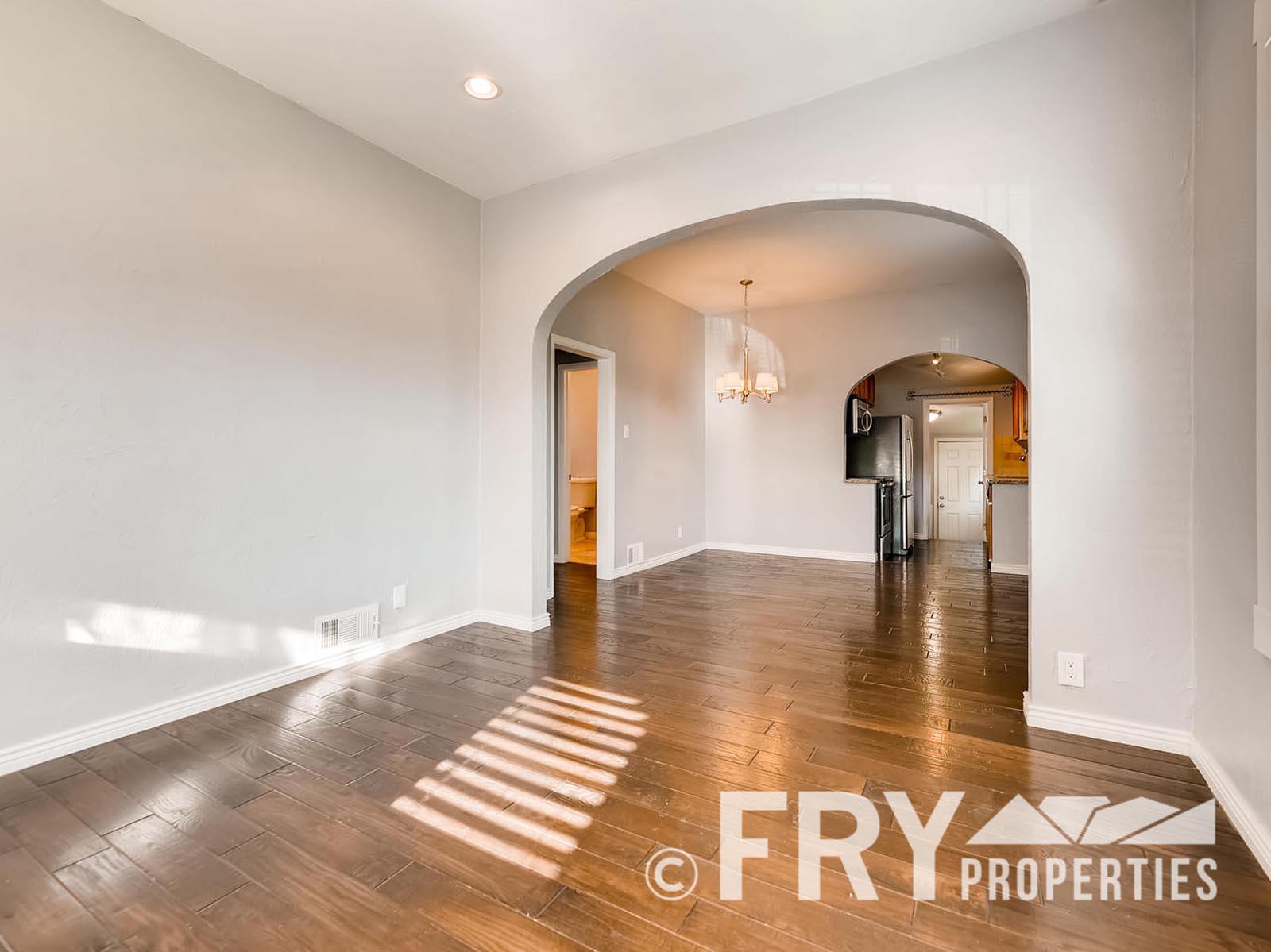 2808 S Delaware Street-large-006-16-Living Room-1499x1000-72dpi