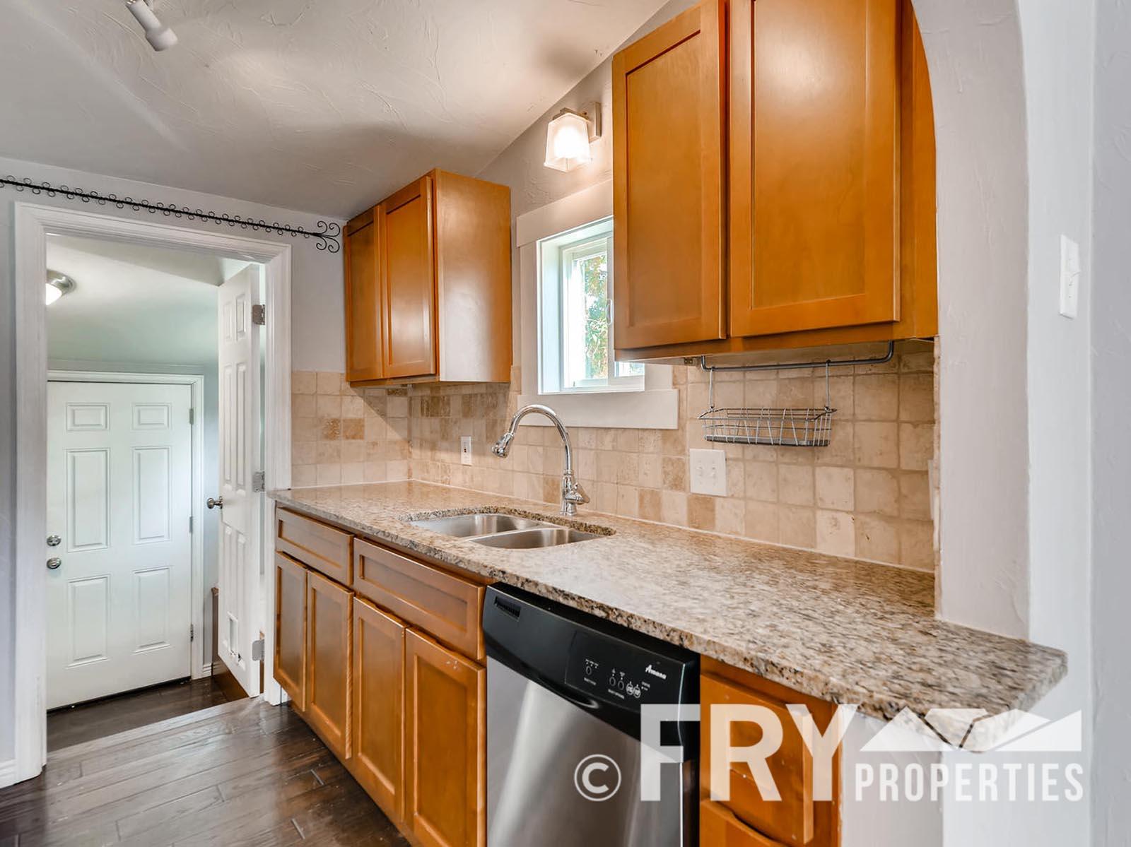 2808 S Delaware Street-large-011-10-Kitchen-1499x1000-72dpi
