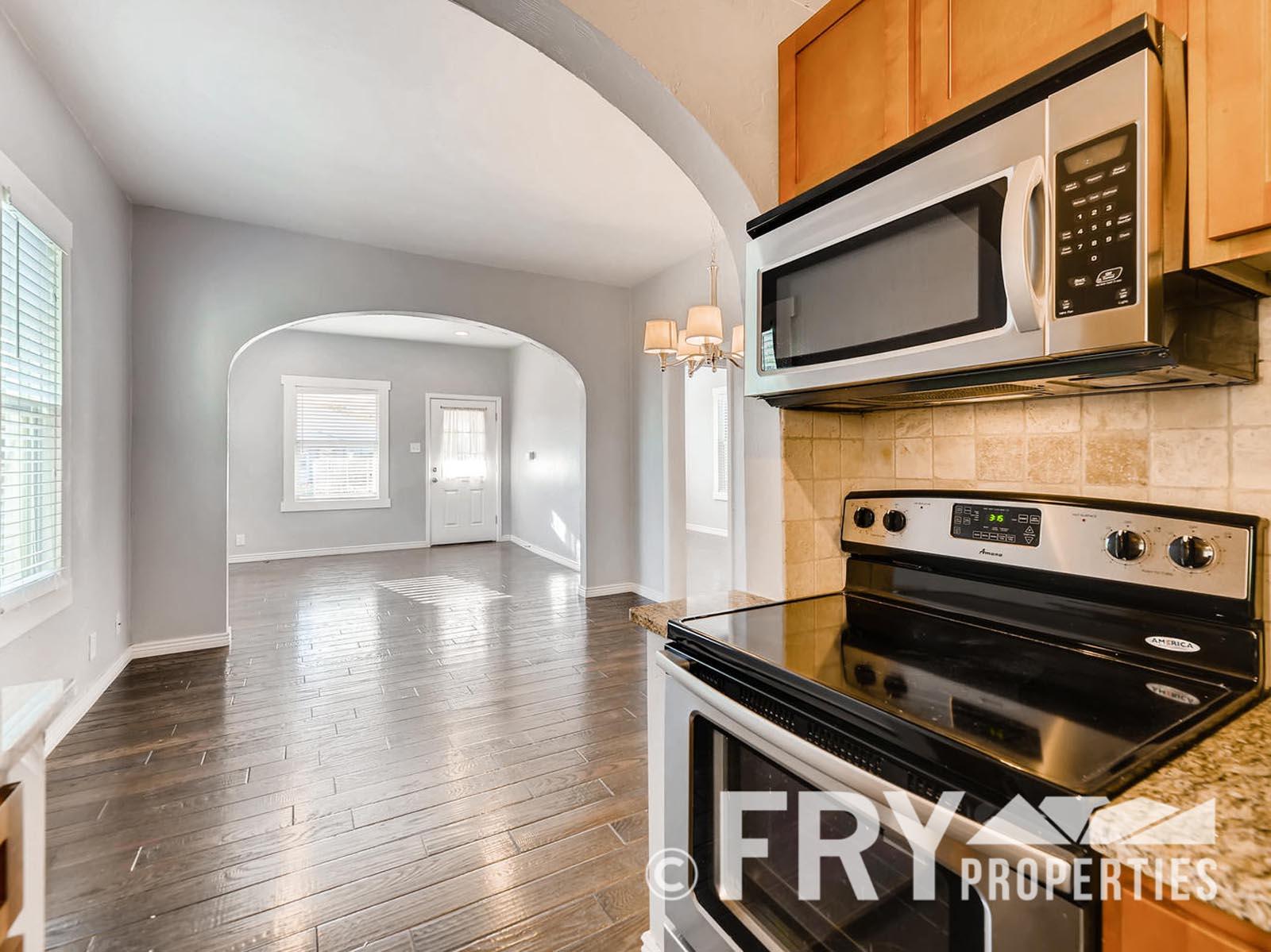 2808 S Delaware Street-large-013-17-Kitchen-1499x1000-72dpi