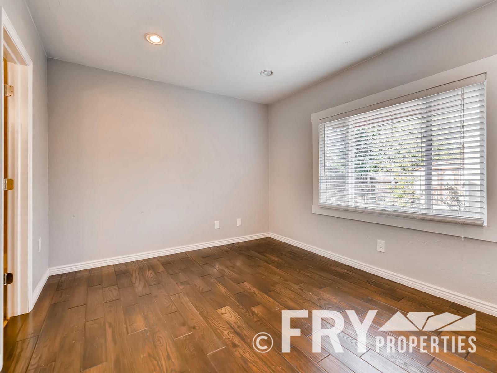 2808 S Delaware Street-large-014-5-Master Bedroom-1499x1000-72dpi
