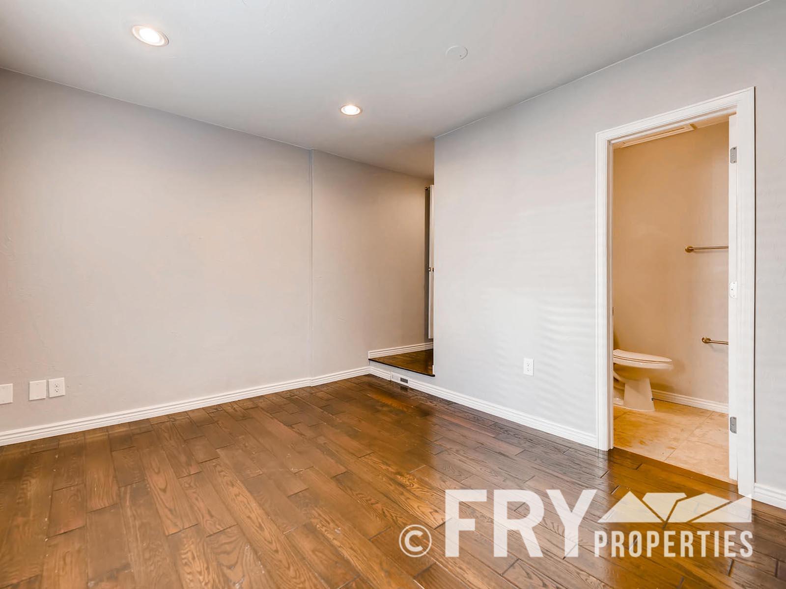 2808 S Delaware Street-large-015-23-Master Bedroom-1499x1000-72dpi