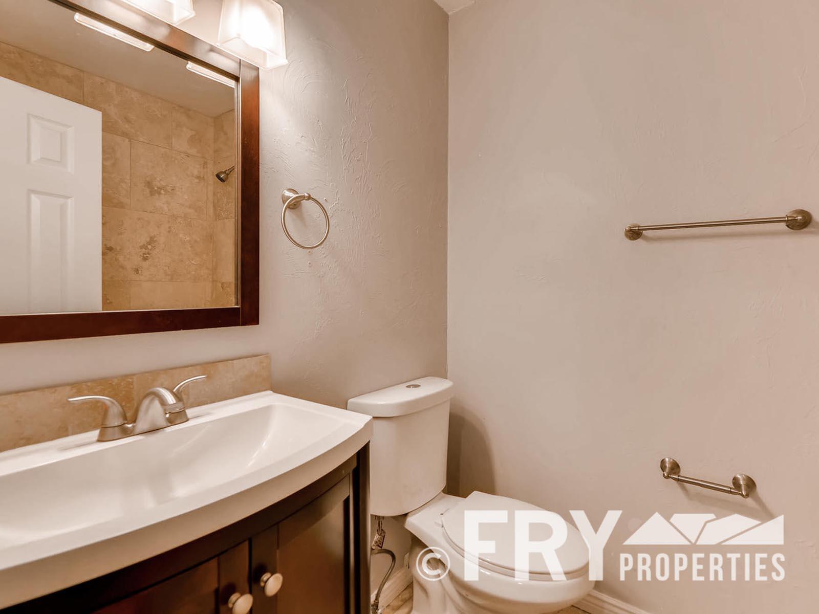 2808 S Delaware Street-large-016-25-Master Bathroom-1499x1000-72dpi