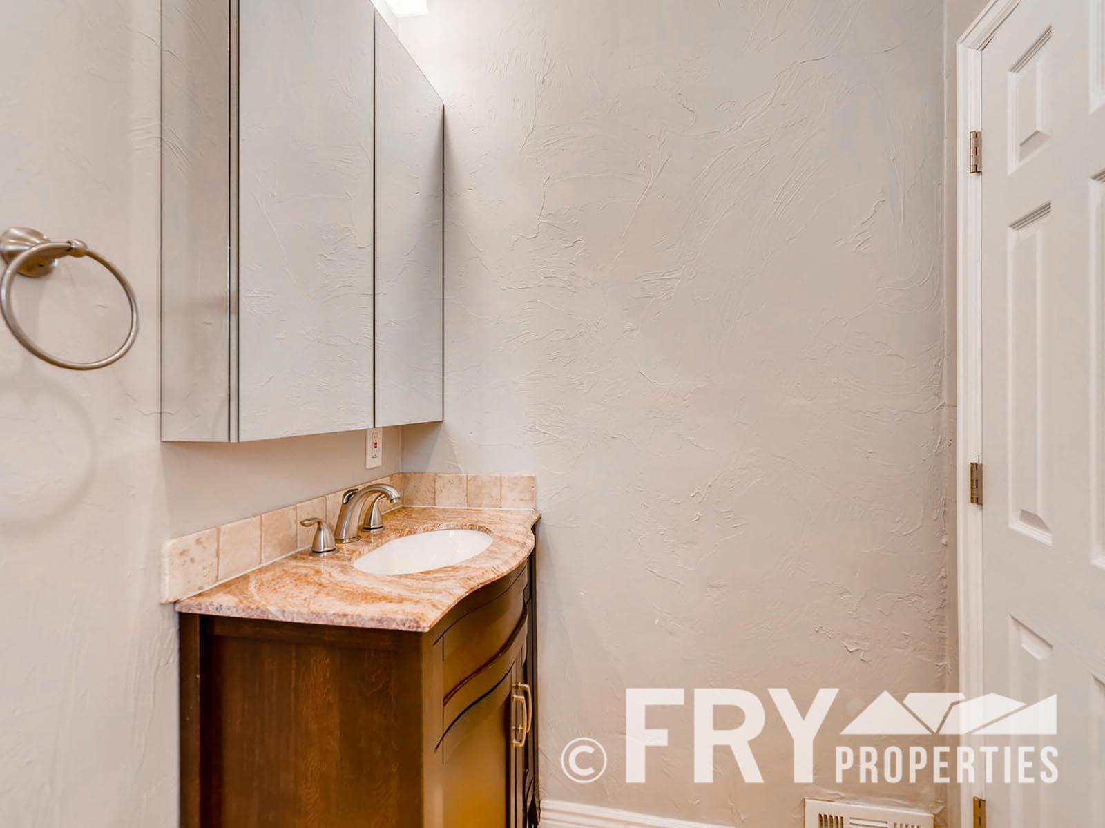 2808 S Delaware Street-large-023-8-Bathroom-1499x1000-72dpi