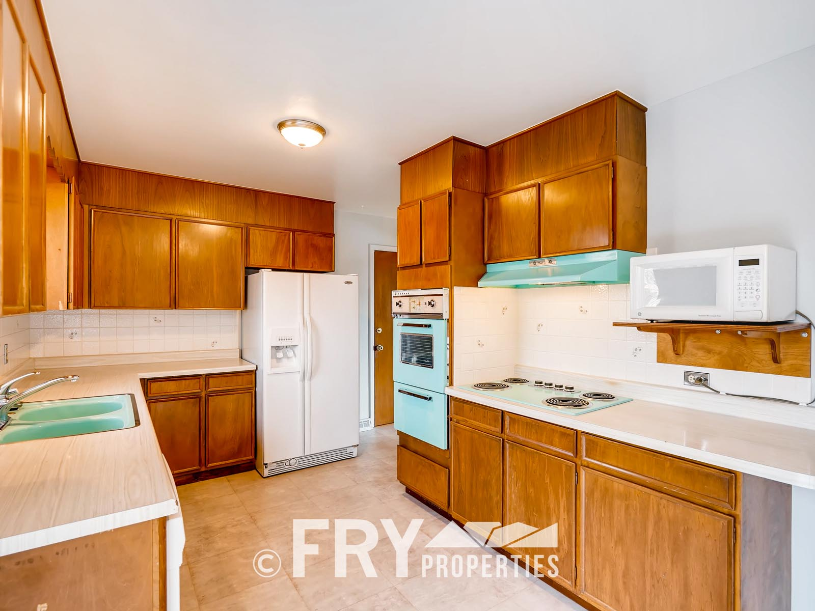 961 W 79th Place Denver CO-print-009-19-Kitchen-3600x2400-300dpi