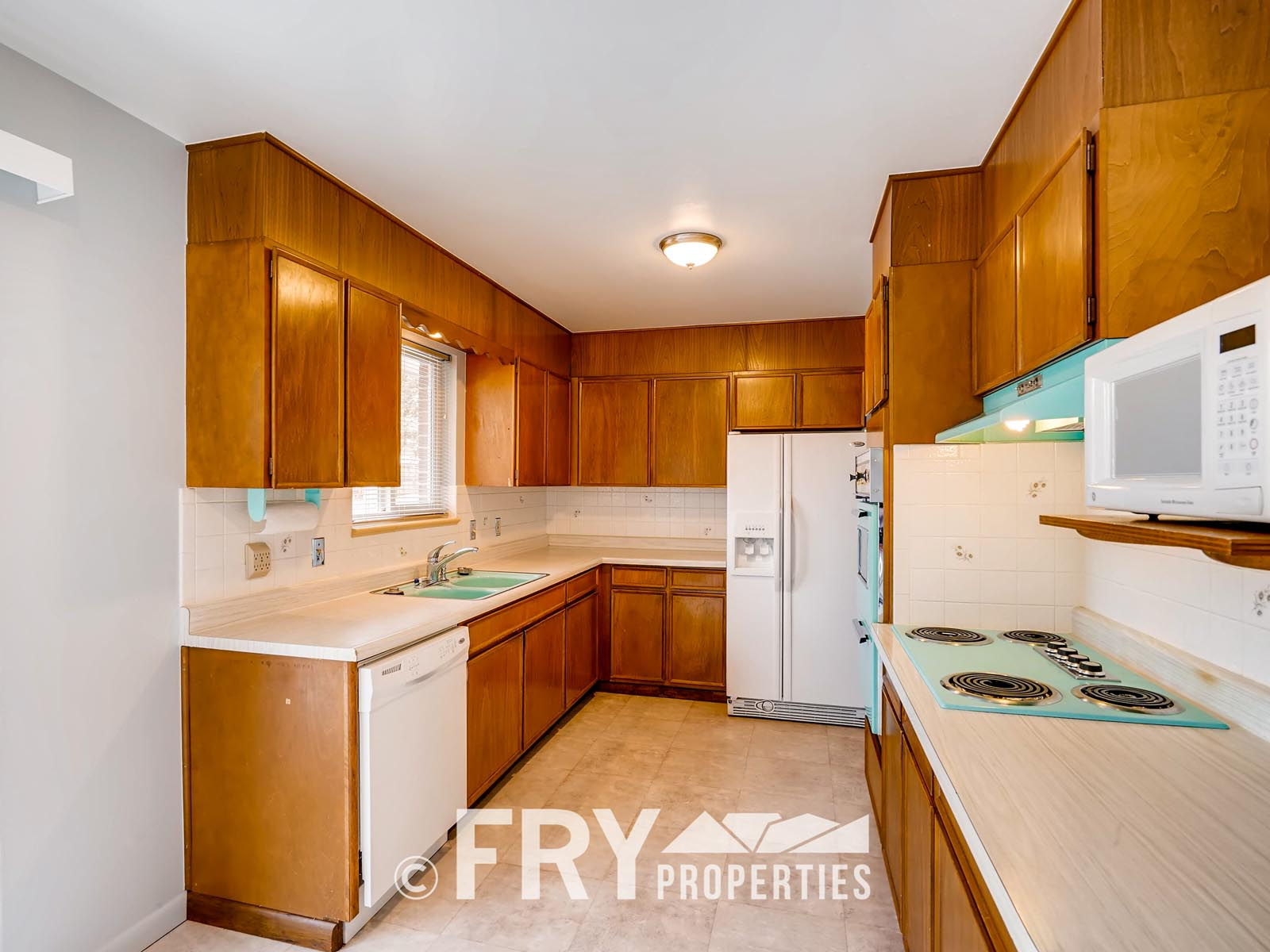 961 W 79th Place Denver CO-print-010-6-Kitchen-3600x2400-300dpi