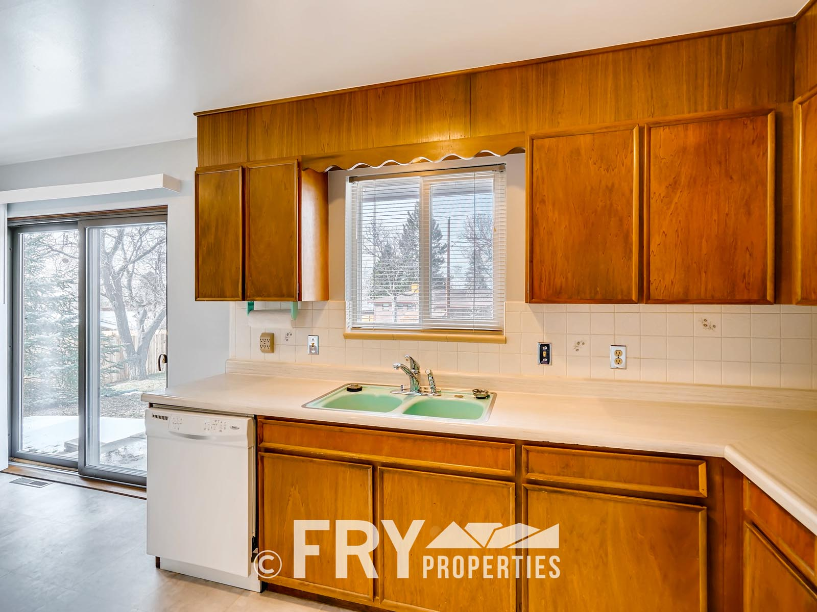 961 W 79th Place Denver CO-print-012-21-Kitchen-3600x2400-300dpi