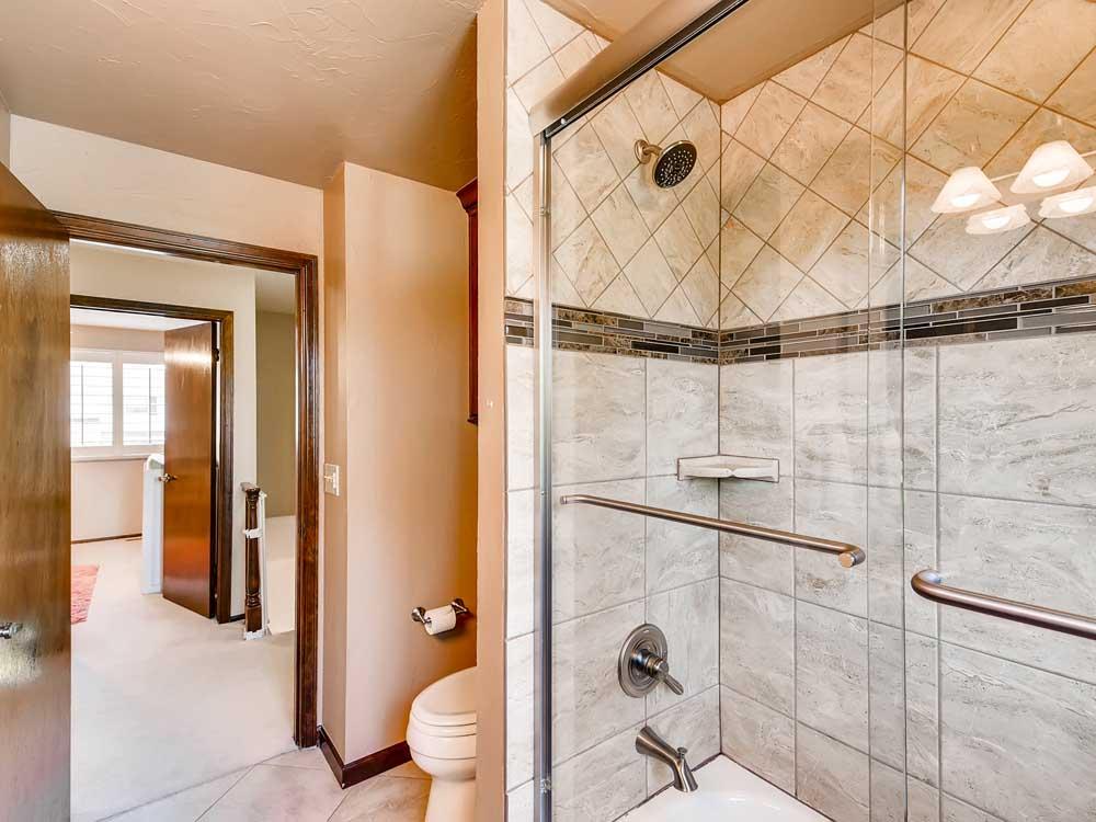 1469 E Mineral Centennial CO-print-029-26-2nd Floor Bathroom-3600x2402-300dpi