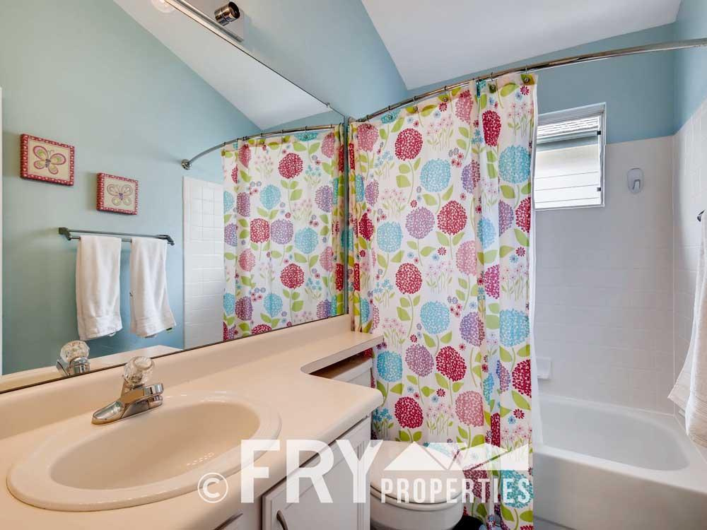 10821 Milliken Parker CO 80134-print-020-021-2nd Floor Bathroom-3600x2395-300dpi