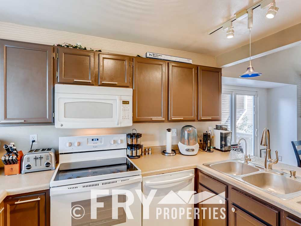18979 E Mercer Drive Aurora CO-print-008-009-Kitchen-3600x2400-300dpi