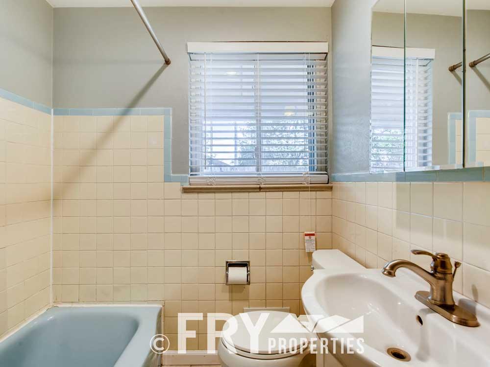 2080 amp 2082 S Pearl St-print-020-017-Master Bathroom-3600x2400-300dpi
