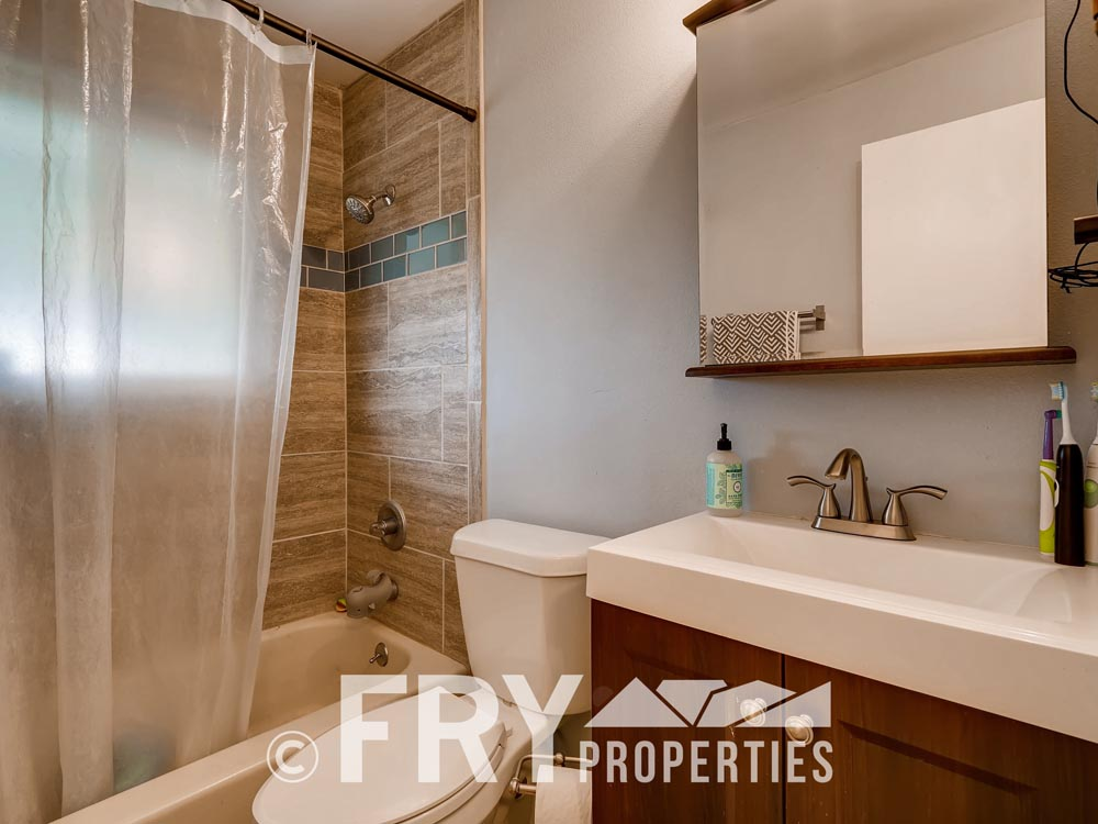 7074 Newland Street Arvada CO-print-015-9-Master Bathroom-3600x2400-300dpi