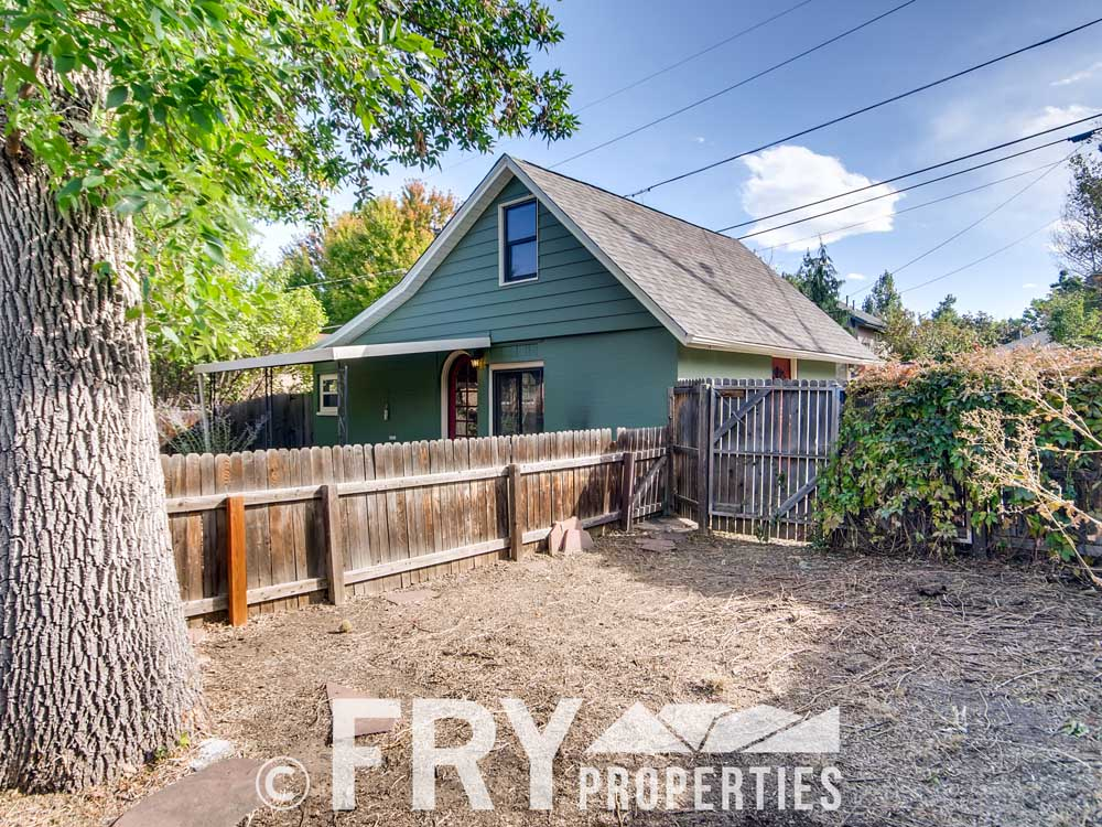 3070 W 35th Ave Denver CO-print-026-028-Side Yard-3600x2400-300dpi