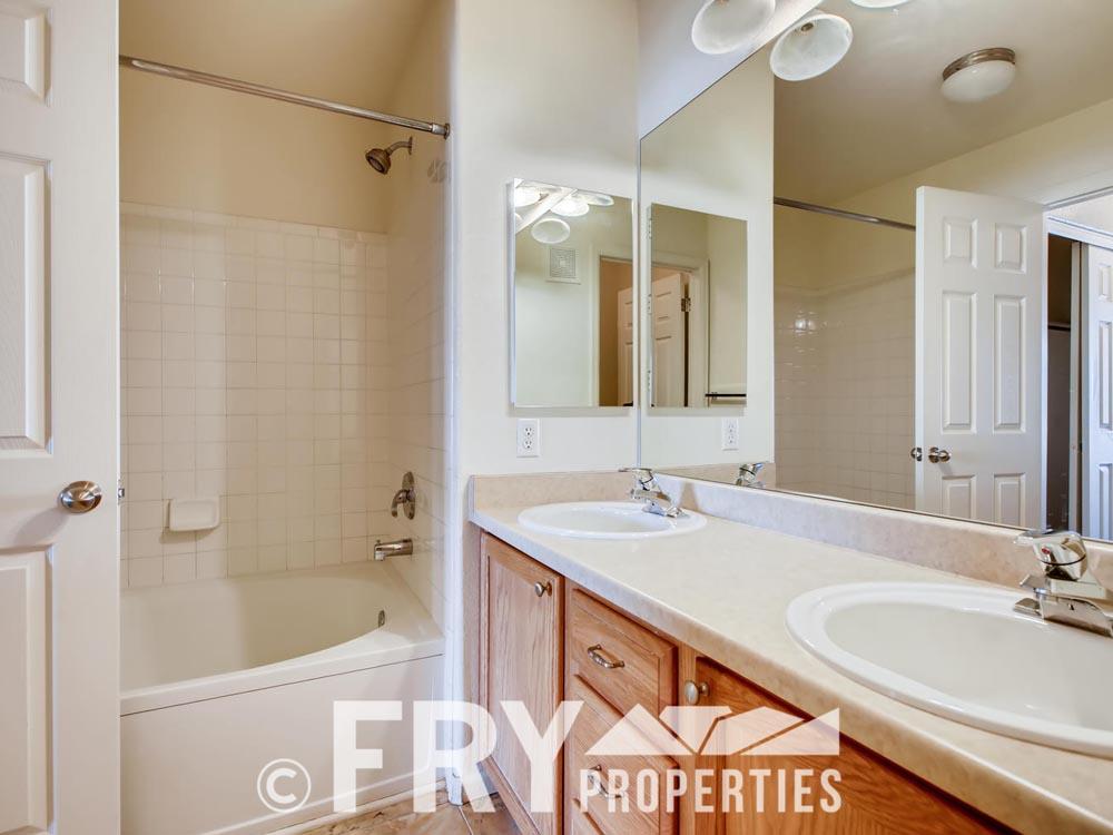 1535 S Florence Unit 419-large-008-010-2nd Floor Master Bathroom-1500x1000-72dpi