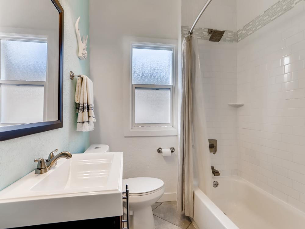 3954 Sheridan Blvd Denver CO-print-018-019-Bathroom-3600x2395-300dpi