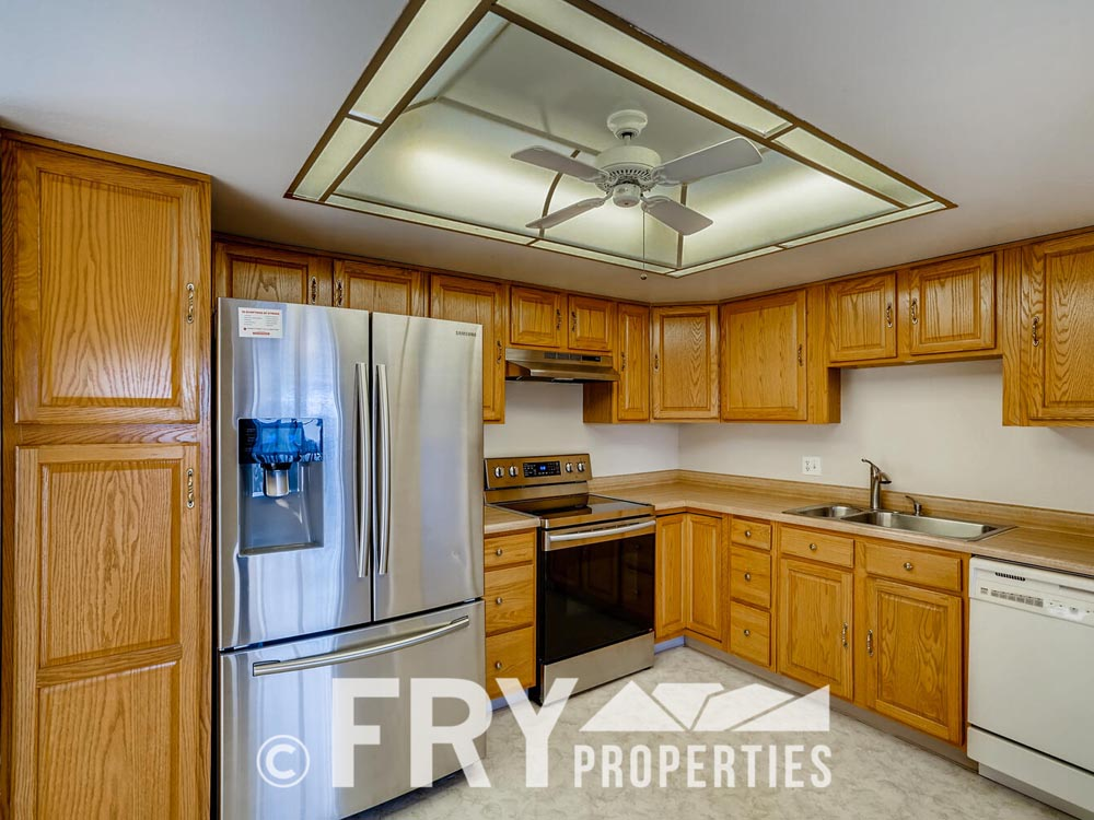 14050 E Linvale Place Unit 604-large-004-002-Kitchen-1500x1000-72dpi