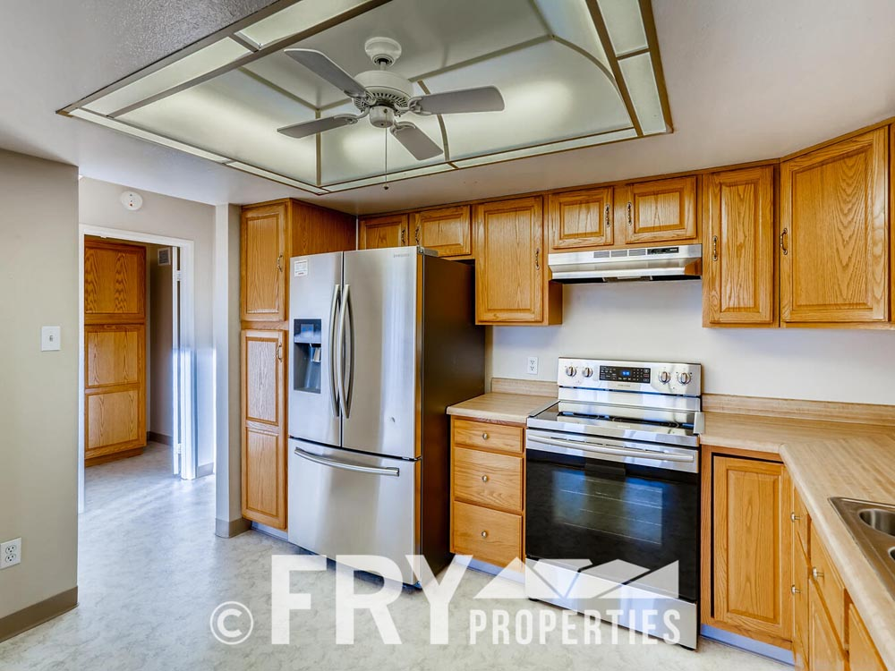 14050 E Linvale Place Unit 604-large-005-005-Kitchen-1500x1000-72dpi