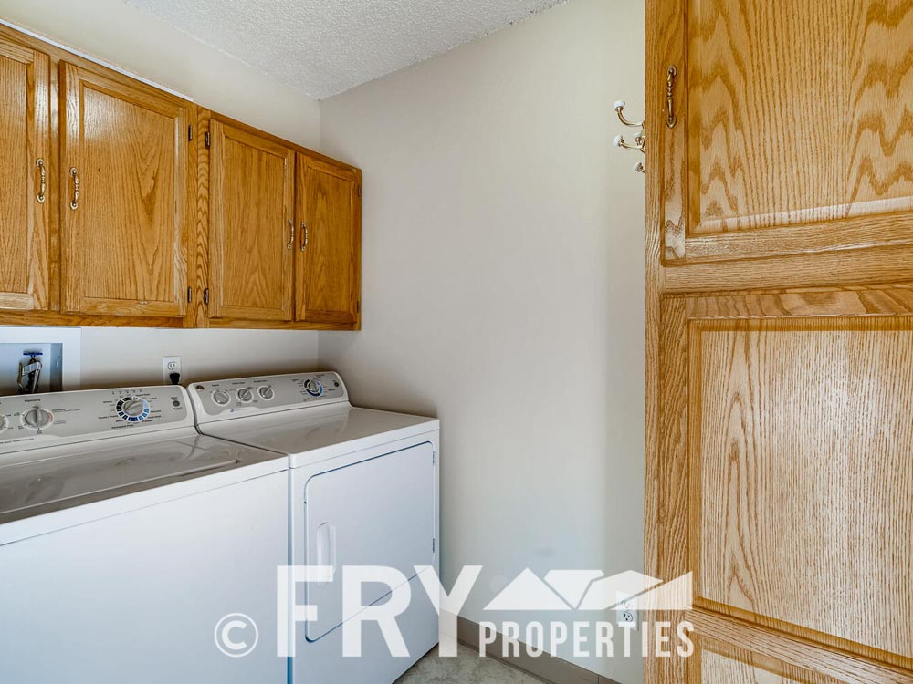 14050 E Linvale Place Unit 604-large-013-014-Laundry Room-1499x1000-72dpi