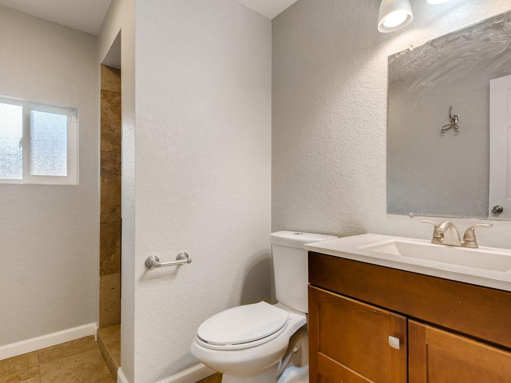 1570 S Kendall St Lakewood CO - Web Quality - 018 - 21 Bathroom