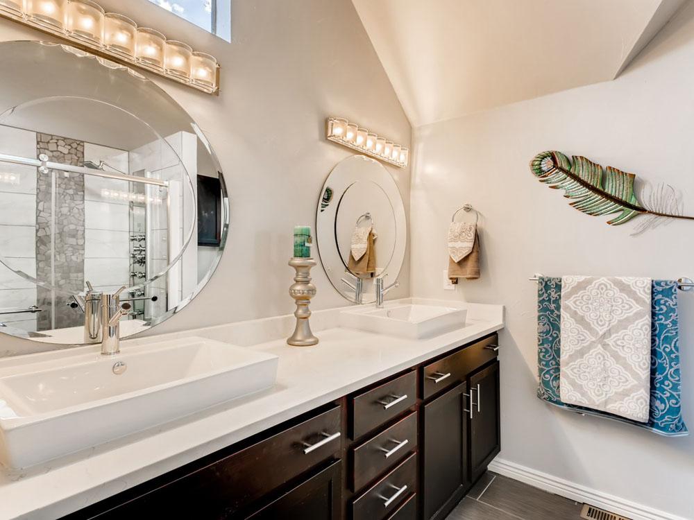 2621 W 34th Ave Denver CO - Web Quality - 019 - 44 2nd Floor Bathroom_1