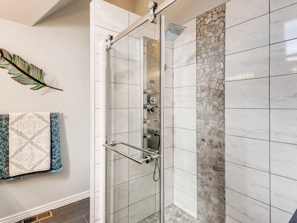 2621 W 34th Ave Denver CO - Web Quality - 020 - 45 2nd Floor Bathroom_1